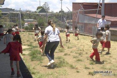 Colegio compartiendo en comunidad de Zetillal