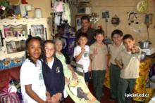 Escuela dona a familias