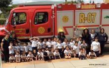 Kinder visita de bomberos