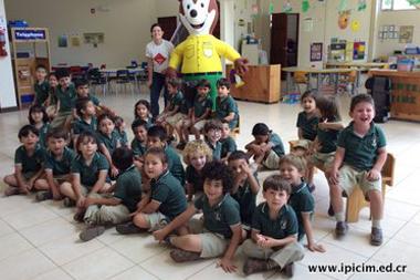 Toño Pizote visita Kinder